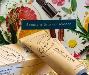 Skin To Glow began beauty gift box